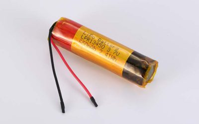 Lithium Polymer Akkus LPC13450 3.7V 650mAh 2.41Wh ohne Schutzschaltung, mit Drähten 40mm